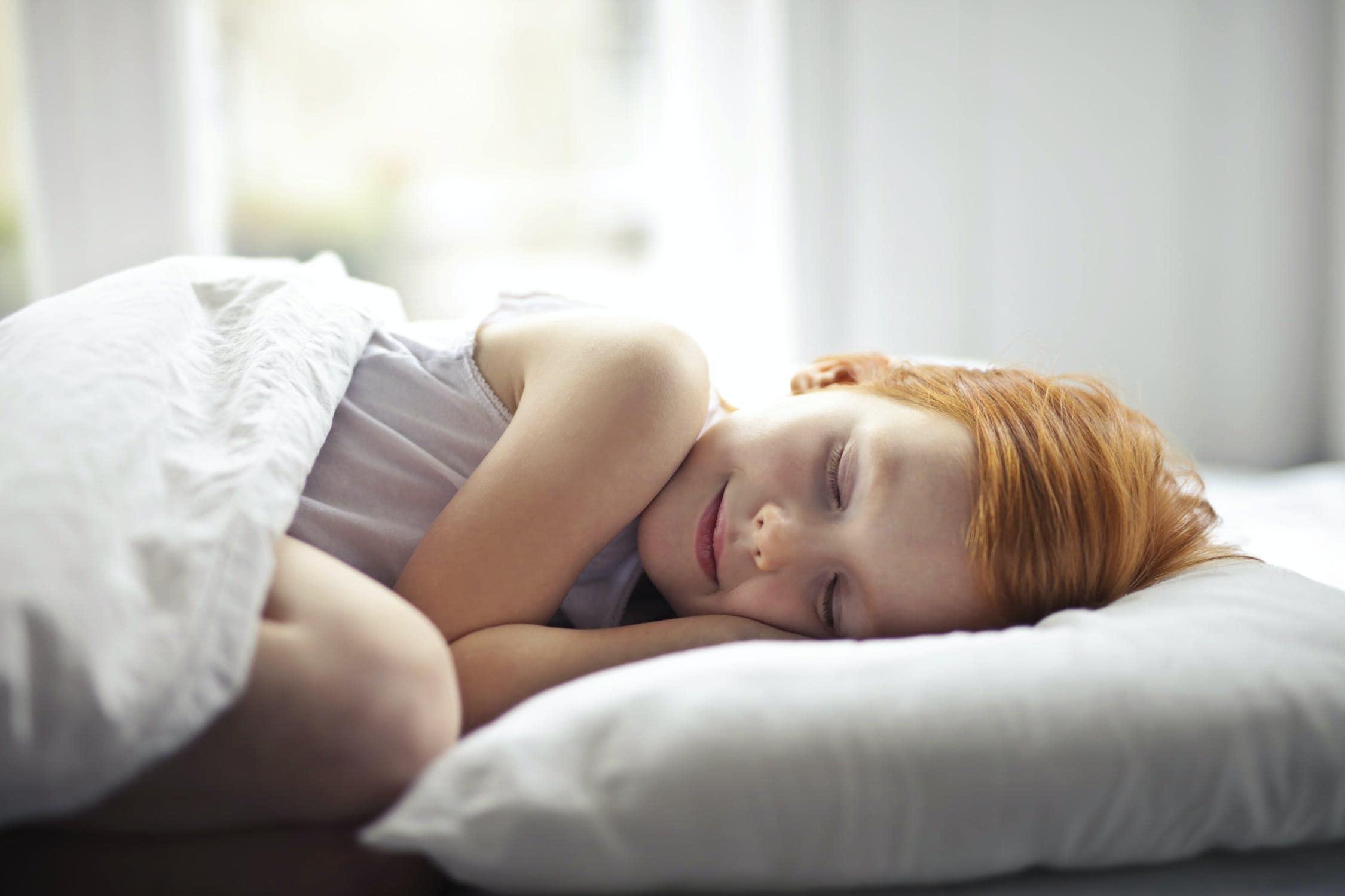 Mit diesen Tipps schläft dein Kind am Abend leicht ein